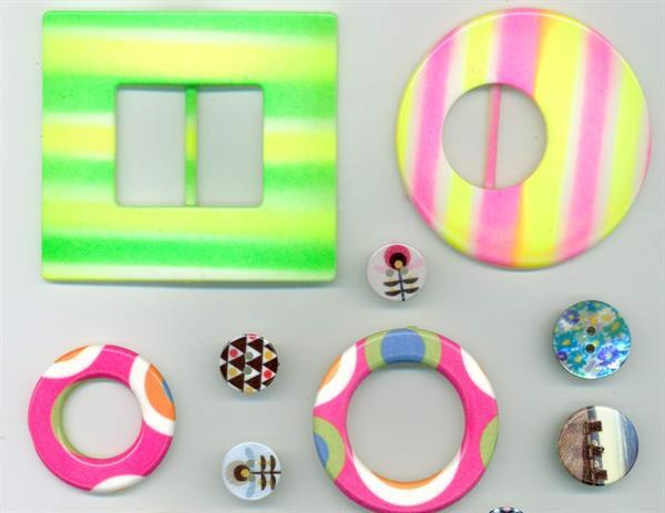 05 - Esempi di bottoni e accessori in diversi materiali  stampati in serigrafia