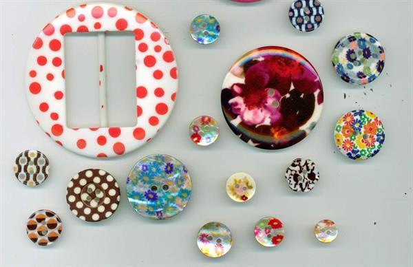 06 - Esempi di bottoni e accessori in diversi materiali  stampati in serigrafia